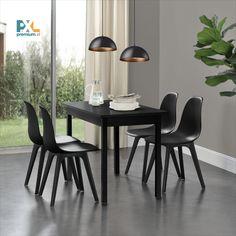 Pevná a stabilná stolička v elegantnom prevedení, vyrobená vo vysokej kvalite z umelej hmoty, zaujme čistým tvarom, moderným dizajnom a vynikajúcimi úžitkovými vlastnosťami. Svoje miesto si zastane v kuchyni, jedálni, obývačke alebo pracovni. Štýlovým vzhľadom skvele zapadne aj do kaviarne, reštaurácie, cukrárne alebo jedálne.