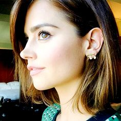 Hello.My name is Clara Oswald.i'm 24 years old single and love yo draw read and some times cook so yeah.