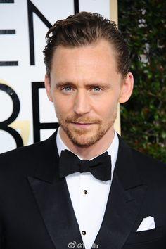 Tom Hiddleston at the Annual Golden Globe Awards Tom Hiddleston Gentleman, Tom Hiddleston Loki, British Men, British Actors, Chris Hemsworth, Avengers, Thor 2, Bae, Thomas William Hiddleston