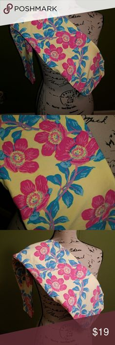 Lularoe Leggings (0S) Yellow LulaRoe Leggings. Pink floral design with light greenish leaves. 📌The pictures make the leaves look bluey, but they are more greeny.. I took pictures with flash & without flash, but still looks bluey. LuLaRoe Pants Leggings