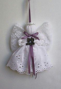 Antique Sewing Machine Lace and Yarn Angel от timelesstradition Ornament Crafts, Christmas Projects, Crafts To Make, Holiday Crafts, Christmas Crafts, Christmas Decorations, Diy Crafts, Christmas Angel Ornaments, Christmas Angels