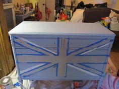 Painting a Union Jack/British Flag on a dresser tutorial Acrylic Furniture, Painted Furniture, Union Jack Dresser, Restoration Hardware, Hope Chest, Pottery Barn, Storage Chest, Diy Projects, Flooring