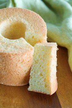 Easy homemade orange chiffon cake. Orange Sponge Cake, Orange Chiffon Cake, Sponge Cake Recipes, Asian Recipes, Ethnic Recipes, Cupcake Cakes, Cupcakes, Sweet Cakes, Rasa Malaysia