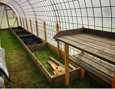 Bygga ett Tunnelväxthus av Sofie Persson | PANKPRAKTIKAN Hydroponic Growing, Growing Plants, Growing Vegetables, Tunnel Greenhouse, Backyard Greenhouse, Garden Trees, Garden Bridge, Outdoor Areas, Outdoor Structures