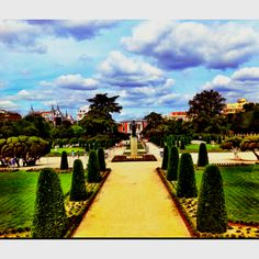 Parque del Retiro - Madrid Places To See, Places Ive Been, Spain Travel, Travel Quotes, Past, Travel Tips, Trips, To Go, Sidewalk