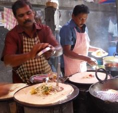 Plenty to get our teeth into In Mumbai - dosa stall Thai Cooking, Asian Cooking, Bread Making, How To Make Bread, Mumbai Street Food, Cooking Courses, Food Time, In Mumbai, Cooking School