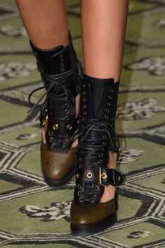 Burberry, Spring 2017 - London's Fab Runway Footwear for Spring 2017 - Photos