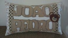 Almofadas Personalizadas em patchowrk e feltro bordadas a mão.  By Leila Coelho