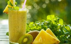 Pineapple and Kiwi Detox for Colon Cleansing Kiwi Smoothie, Pineapple Smoothie Recipes, Smoothie Detox, Homemade Colon Cleanse, Colon Cleanse Diet, Body Cleanse, Juice Cleanse, Weight Loss Smoothies, Healthy Smoothies