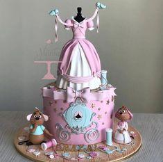 Gâteau Cendrillon – einfach so – Gâteaux Disney Pretty Cakes, Cute Cakes, Beautiful Cakes, Crazy Cakes, Fancy Cakes, Rodjendanske Torte, Fantasy Cake, Dress Cake, Dress Cupcakes