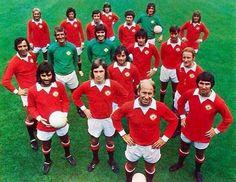 Manchester United from the Man Utd Squad, Man Utd Fc, Manchester United Legends, Manchester United Players, Football Shirts, Football Team, Bobby Charlton, Image Foot, International Football