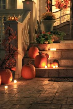 Rattlebridge Farm ...Michael Lee's candlelit pumpkin entrance