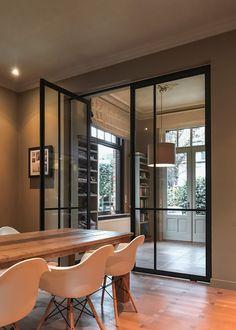 Dubbele deur van Anyway geplaatst door Simon Maree. #steellook