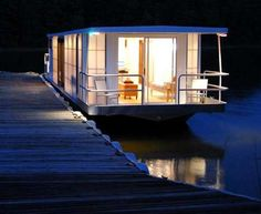 1 metroship 1 nighttime modern houseboat Contemporary Luxury Houseboat with a Loft Style Interior Trailer Casa, Bungalow, Luxury Houseboats, Small Houseboats, Houseboat Living, Houseboat Decor, Floating House, Tiny House Movement, Loft Style