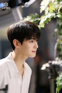 eunwoo pics (@eunwooarchived) | ทวิตเตอร์ Korean Celebrities, Korean Actors, Kim Myungsoo, Astro Wallpaper, Cha Eunwoo Astro, Lee Dong Min, Astro Fandom Name, Jung Hyun, Sanha