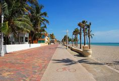 The walk and bicycle paths at Hollywood Beach. Miss Florida, Florida Vacation, Florida Travel, South Florida, Travel Usa, Florida Living, Winter Springs Florida, Hollywood Beach Florida, Beautiful Vacation Spots