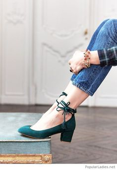 blue-jeans-plaid-shirt-and-green-high-heels