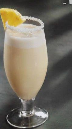 Recetas para tu Thermomix - desde Canarias: Piña colada Sour Drink, Food And Drink, Coco Cocktail, Virgin Pina Colada, Deli Food, Thermomix Desserts, Poke Cakes, Bar Drinks, Summer Drinks