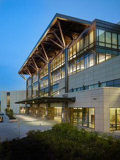 Group Health Bellevue Medical Center - NAC Architecture: Architects in Seattle & Spokane, Washington, Los Angeles, California Healthcare Architecture, Facade Architecture, University Architecture, Architecture Drawings, Group Health, Health Center, Health Care, Medical Design, Healthcare Design