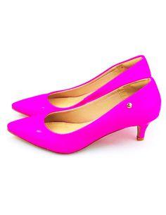 883e882b4e Scarpin Salto Baixo Love Shoes Bico Fino Verniz Neon Rosa