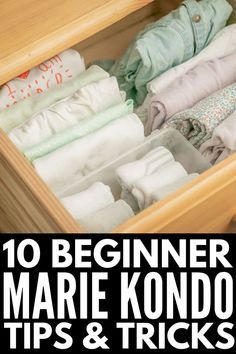 This KonMari Method for Beginners guide introduces Marie Kondo's techniques, and provides simple tips to help you get started and common mistakes to avoid! Declutter Your Home, Organizing Your Home, Organizing Tips, Small Bookshelf, Small Space Interior Design, Konmari Method, Marie Kondo, Home Organization Hacks, Tidy Up