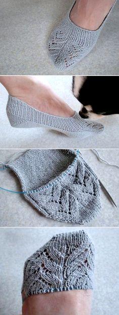 Insole Slippers/ Lace - Free Pattern Free Knitting Pattern Source by putzi_p Knitting Stitches, Knitting Socks, Knitting Patterns Free, Knit Patterns, Free Knitting, Clothing Patterns, Baby Knitting, Knitting Ideas, Knitting Projects