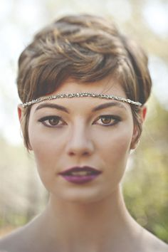 bridal styled shoot - Flapper style bridal headpiece with glamorous makeup and short hair Short Platinum Hair, Short Dark Hair, Short Hair Cuts, Bridal Headpieces, Bridal Hair, Curly Hair Styles, Natural Hair Styles, Short Hair Bridal Styles, Pelo Pixie