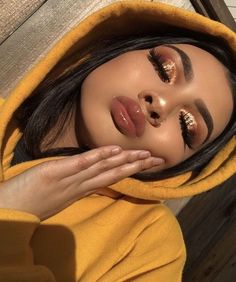 Gold eye makeup looks, party makeup looks for tan skin, makeup looks for poc, Glam Makeup, Makeup On Fleek, Makeup Inspo, Eyeshadow Makeup, Makeup Inspiration, Makeup Style, Sleek Makeup, Revlon Eyeshadow, Eyeshadow Palette