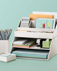 Accesorios de escritorio apilables.  Oficina en casa Creativamente organizada aumenta su estado de ánimo y te hace más productivo.