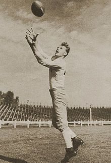 Greatest NFL Football Player of All Time: Don Hutson - 10 Greatest NFL Players Don Hutson - Wikipedia, the free encyclopedia Fastest Football Player, Nfl Football Players, Football Baby, American Football League, National Football League, Green Bay Packers Merchandise, Sports Predictions, Baltimore Colts, Wide Receiver