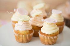 Cupcake décoré, gâteau vanille et crème légère fraise et citron. - (www.mllesgateaux.com)