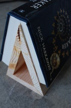 Wood Projects This is great! I need one of these, because when I am reading in bed and want to put the book down, i never have a bookmark handy, and I am always reluctant to put it down with the spine bent because it ruins the book! Woodworking Plans, Woodworking Projects, Woodworking Store, Woodworking Beginner, Youtube Woodworking, Woodworking Joints, Woodworking Videos, Woodworking Furniture, Custom Woodworking