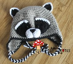 Le raton Laveur Raccoon hat pattern by Christine Plante