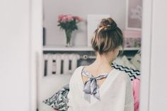 A College Girl's Guide: How to look Gorgeous without Makeup - Ryality Fashion Jobs, Fashion Games, Ladies Fashion, Men Fashion, Fashion 2018, Fashion History, Leather Fashion, Fashion Clothes, Hair Masks