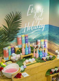 홍익대학교 디자인학부 시각디자인전공 졸업전시회 2015 » Urban Holiday Cosmetic Display, Cosmetic Design, Window Display Design, Booth Design, Egg Packaging, Packaging Design, Visual Merchandising Displays, Counter Design, Exhibition Display