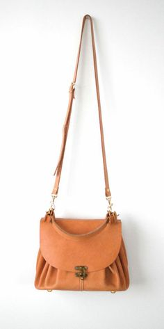 The Lynzee Pouch... love the clasp detail