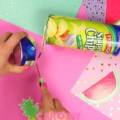 Cute DIY box made of packaging- You can easily make this sweet box in watermelon or donut style from an old chip tin! This DIY is great for keeping small items on your desk, you have to do this! Kids Crafts, 5 Min Crafts, Diy Home Crafts, Diy Arts And Crafts, Cute Crafts, Crafts For Teens, Art Diy, Diy Box, Hacks Diy