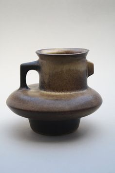 Dutch brown vase made by Loré, designed by Matt Camps