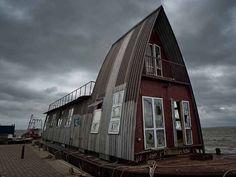 Grand Designs houseboat - currently moored off Bell Wharf, Leigh-on-Sea by louisahennessysuɹoɥƃuıʞıʌ, via Flickr