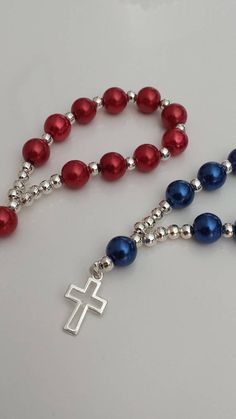 Handmade finger rosaries made with glass Pearl beads with silver plated beads & silver plated cross These finger rosaries are perfect Baptism Favors, Baby Shower Favors, First Communion Favors They are not stretchy Bead size: 8mm Length: 4 Other colors are available Each rosary