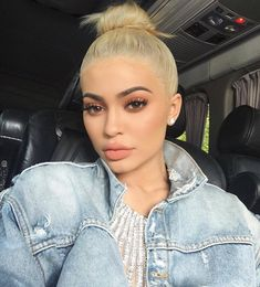This is an amazing photo of Kylie as a blonde. The dress paired with a denim jacket looks great.