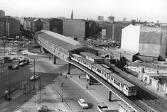 Wirkt nicht ganz so bunt wie heute: Der U-Bahnhof Kottbusser Tor im Jahr 1962. West Berlin, S Bahn, East Germany, Island, History, Cold War, Travel, Places To Visit, The East