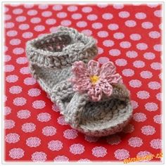 Háčkované sandálky pro miminko Baby Shoes, Beanie, Crochet, Hats, Reading, Books, Crochet Hooks, Livros, Libros