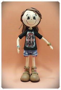 Fofucha personalizada con su camiseta, vaqueros y botas. Todo en goma eva y los detalles pintados a mano.  www.xeitosas.com