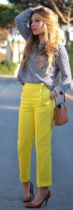 Zara Front Buttons Yellow Crop Trousers love the yellow pants Classy Outfits, Casual Outfits, Cute Outfits, Fashion Outfits, Summer Outfits, Fashion Trends, Work Fashion, Retro Fashion, Bluse Outfit
