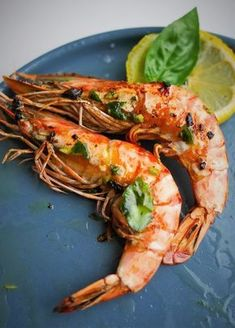 Today I share with you a recipe for king prawns a la plancha very simple to make. How to prepare grilled prawns? Cooking on the plancha is more practical than barbecue for grilling certain dishes such Grilling Recipes, Meat Recipes, Cooking Recipes, Healthy Recipes, Shellfish Recipes, Seafood Recipes, Grilled Prawns, Comida Keto, Food Preparation