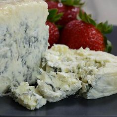 Fourme au Moelleux   Gourmet Food World   A creamy and delicious French blue cheese injected with Vouvray, a Loire Valley white wine.