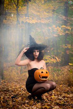 Pin-Up witch  - model: Bettie Dee Photographer: Little Skull Photography H/MUA: Tanya Amalfitano