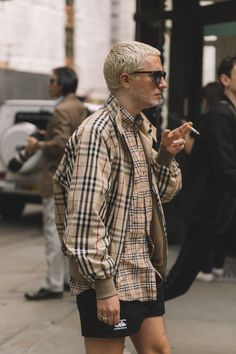 Street Style: London Fashion Week Men's Day 1 London Fashion Week Mens, Best Mens Fashion, Mens Fashion Shoes, Trendy Fashion, Fashion News, Trendy Clothing, Clothing Ideas, Fashion Trends, Women's Fashion