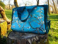 Porte document Foxtrot en velours bleu et motifs japonais cousu par Lili - Patron Sacôtin